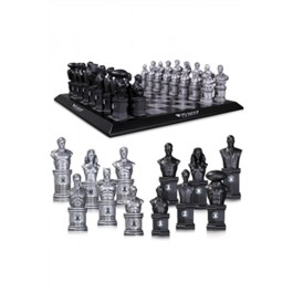32209 - JUSTICE LEAGUE CHESS SET