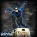 DC GALLERY - NIGHTWING PVC DIORAMA - STATUE 23CM